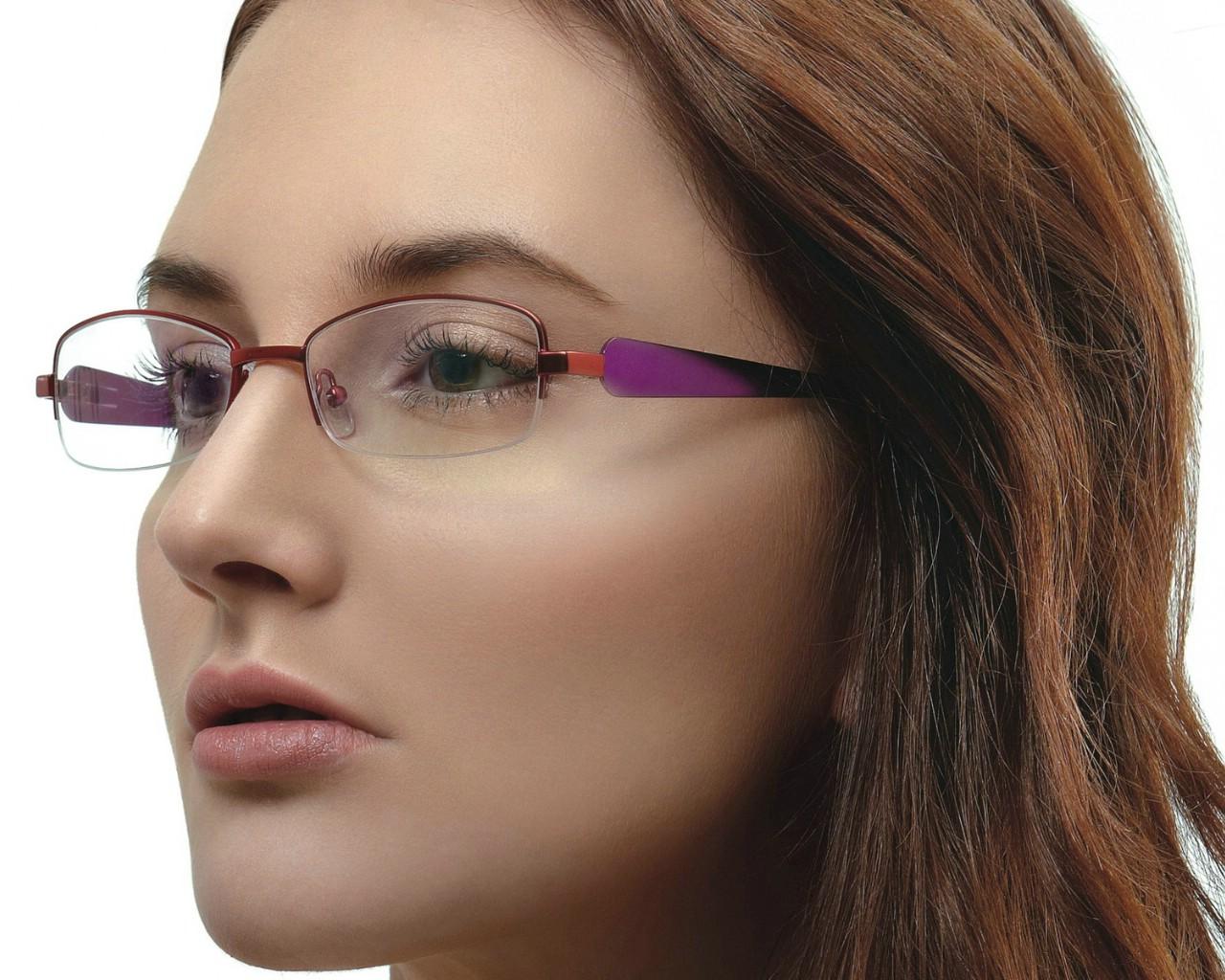 壁纸1280×1024迷人电眼眼镜美女模特高清壁纸