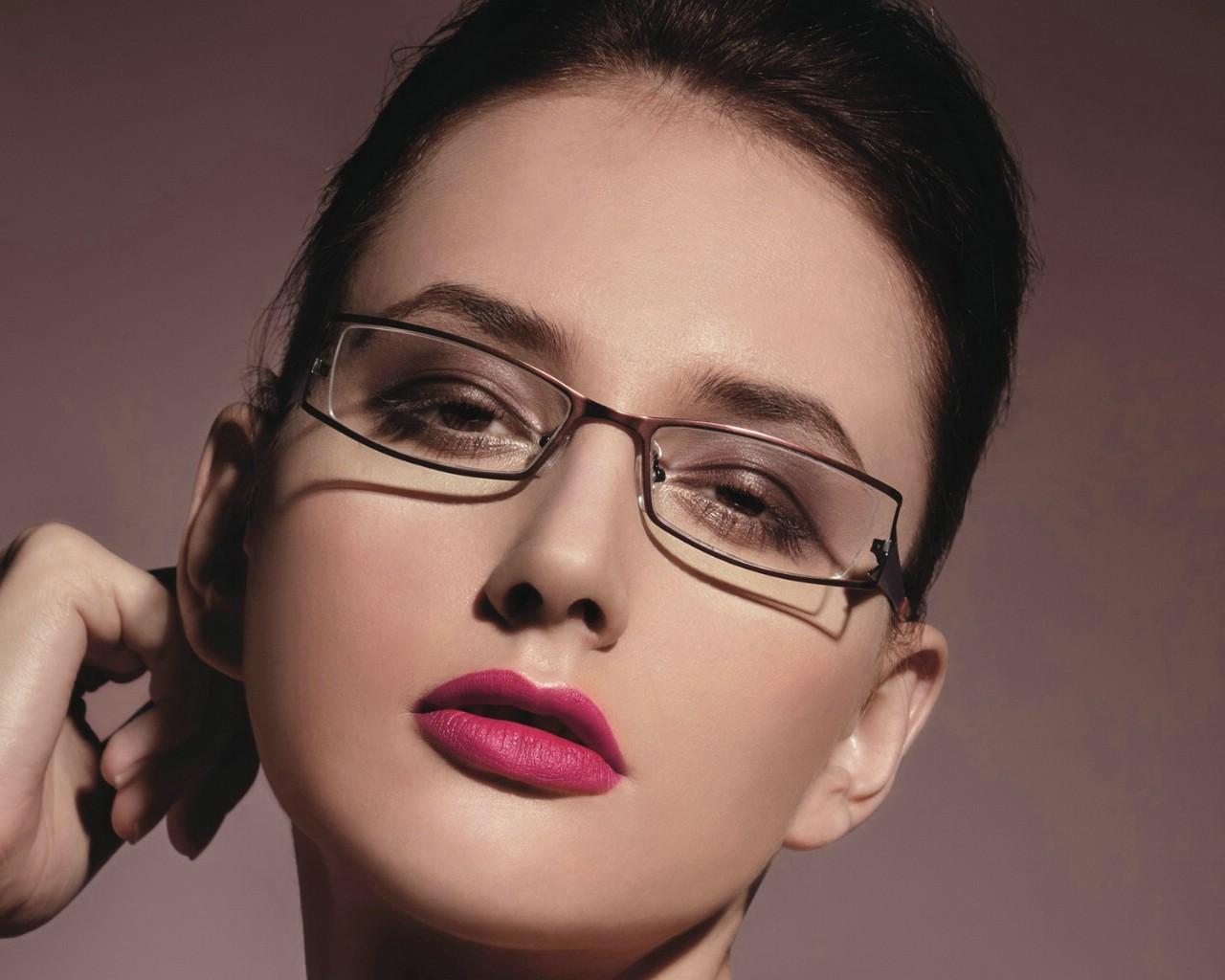 眼镜美女图片素材唯美壁纸
