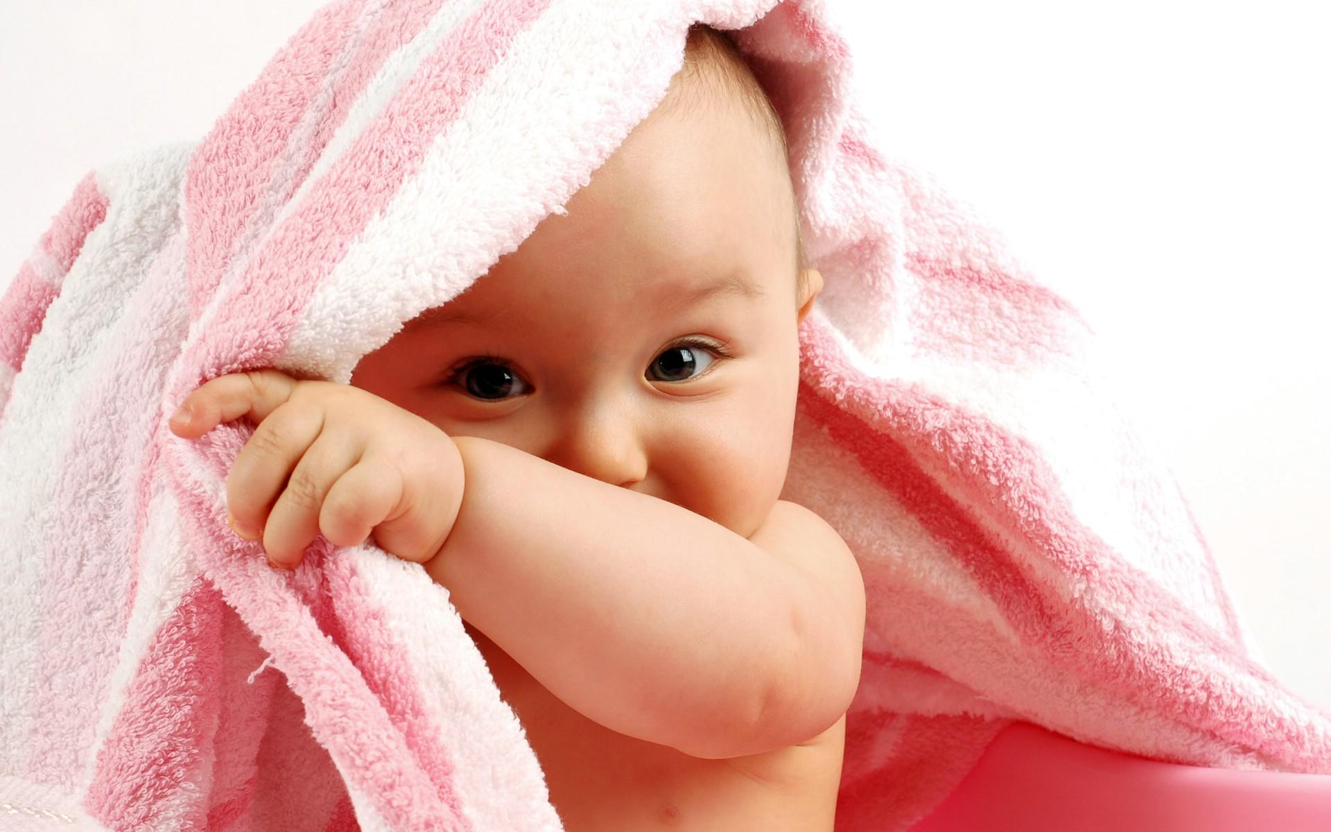 漂亮小宝宝桌面图片_漂亮婴儿电脑桌面壁纸_漂亮婴儿电脑桌面壁纸高清图片